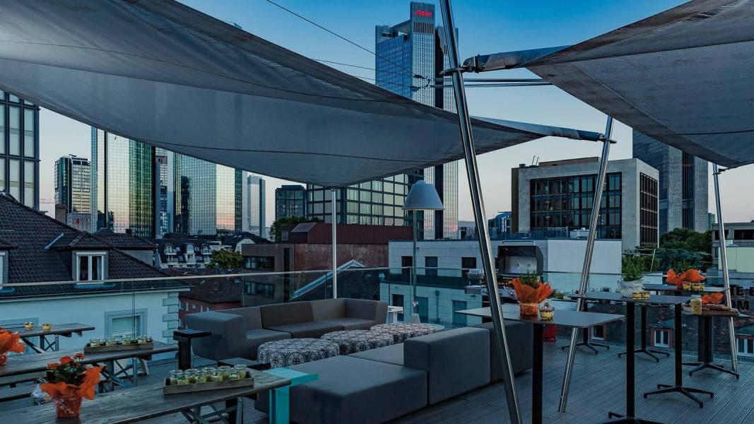 Rooftop Location Frankfurt. Location für Firmenevents und Sommerfest mit Catering.
